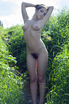 MetModels - Lost In The Grass - featuring Kelly P by Thierry Murrell