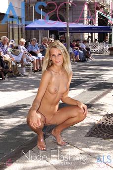 Nude Flashing
